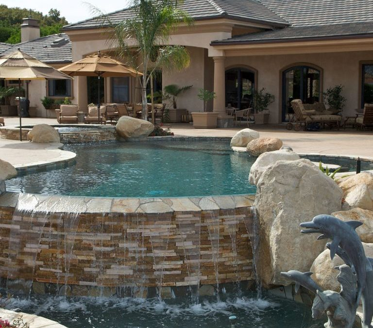 What should I look for when choosing a pool builder?